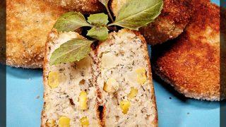 Kotlety rybne z ziemniakami i kukurydzą