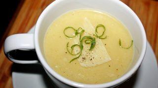 Kremowa zupa z pora z parmezanem