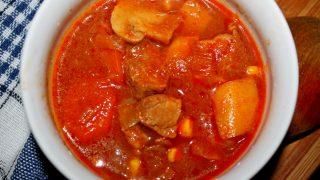 Zupa gulaszowa z wołowiną i pieczarkami, rodzinny przepis