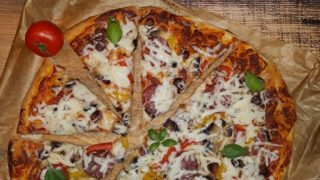 Domowa pizza na dużą blachę