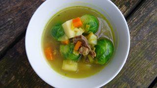 Pyszna zupa z brukselki na żołądkach drobiowych