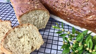 Domowy chleb z ziarnami