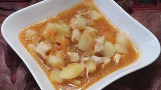 Zupa z ogórkami kiszonymi i kurczakiem