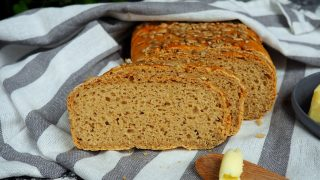 Chleb żytni na wodzie z kiszonych ogórków