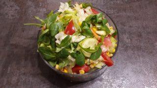 Surówka z cukinią, rukolą i kukurydzą / Salad with courgette, arugula & canned corn