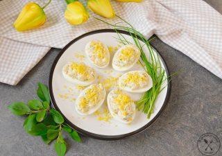 Jajka faszerowane łososiem w wersji fit