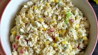 Sałatka ryżowa z pieczonym kurczakiem