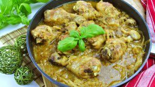 Kurczak duszony w cebuli – przepis na pyszny obiad