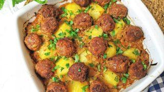 Pieczone klopsiki z ziemniakami i kiszoną kapustą
