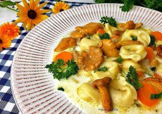 Zupa z kurkami i tortellini z serem