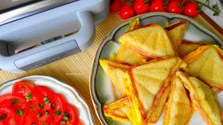Sandwicze z jajecznicą, szynką i serem