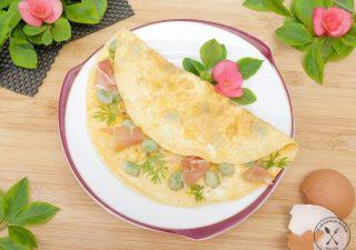 Omlet francuski z szynką parmeńską i bobem