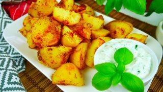 Pieczone ziemniaki z sosem śmietanowym – prosto i pysznie