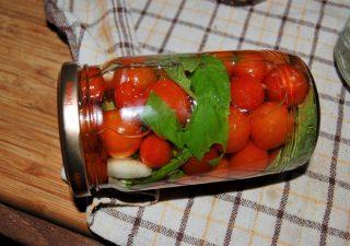 Pomidorki koktajlowe w zalewie po włosku