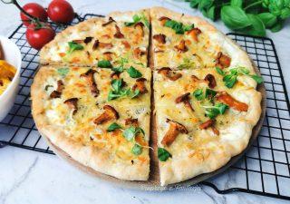 Biała pizza z kurkami