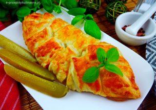 Mięso mielone z warzywami w cieście francuskim