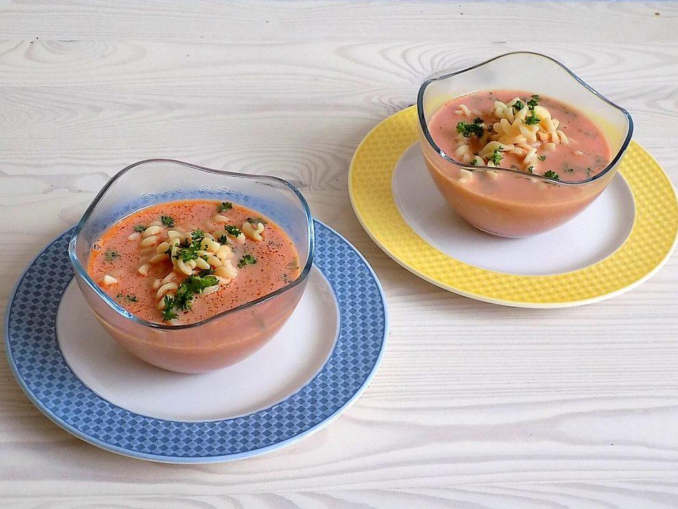 Domowa pomidorowa na żeberkach