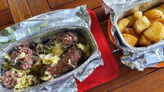 Grillowana kaszanka z kiszoną kapustą i ziemniaczki