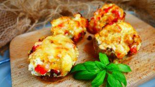 Pieczarki faszerowane serem i papryką