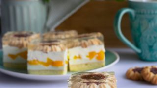 """Ciasto """"Kwiatuszek"""" z brzoskwiniami"""