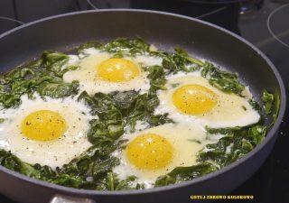Jajka sadzone na szpinaku (zielona szakszuka)