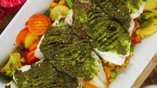 Ryba w warzywach zapiekana z ziołowym pesto