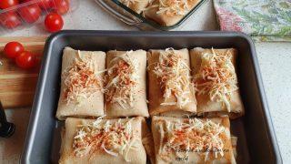 Zapiekane naleśniki z parówkami i serem