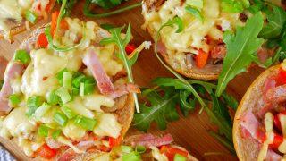 Zapiekane bułeczki z szynką i serem