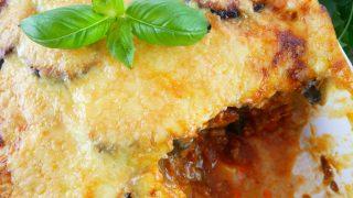 Musaka (Moussaka) – grecka zapiekanka z bakłażanem i mięsem mielonym