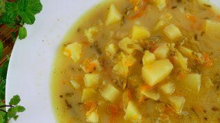 Zupa ogórkowa na skrzydełkach – pyszna i domowa