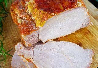 Schab gotowany w mleku – smaczne mięso do obiadu lub na kanapki