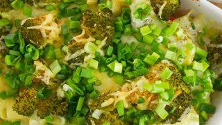 Zapiekanka z ziemniaków kiełbasy i brokuła