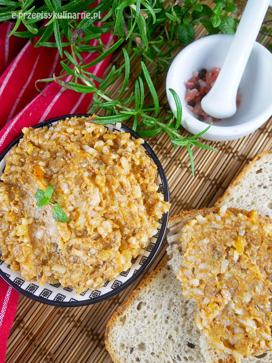 Paprykarz z trzech składników – przepis na najprostszy domowy paprykarz