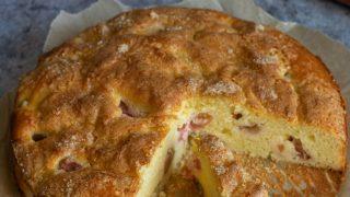 Szybkie ciasto z ricottą i rabarbarem