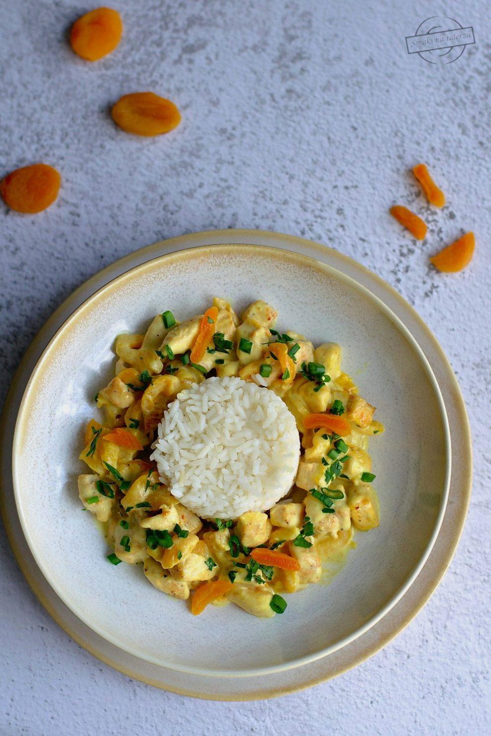 Kurczak z suszonymi morelami w sosie curry
