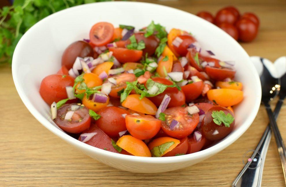 Sałatka z pomidorów koktajlowych