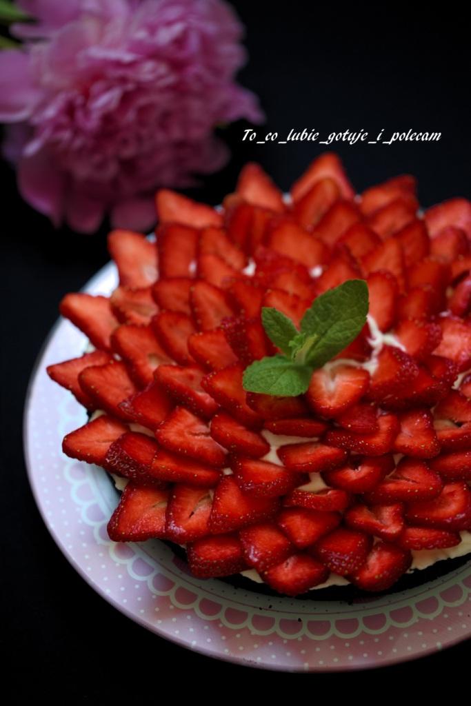 Tarta truskawkowa z ciasteczkami Oreo