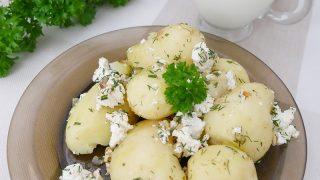 Młode ziemniaki z serem i maślanką