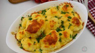 Kalafior pieczony z sosem serowym