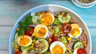 Sałatka z jajkiem i szynką