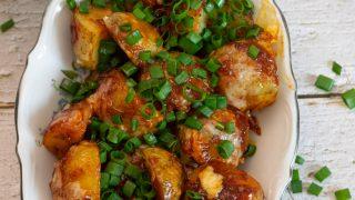 Pieczone ziemniaki w słodko-ostrym sosie
