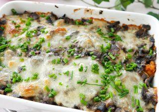 Zapiekanka obiadowa z makaronem, pieczarkami i serem