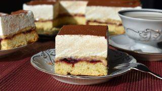 Ciasto z chałwą i lekkim kremem śmietankowym