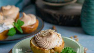 Pieczone jabłka z orzechami i białkową pianką