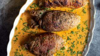 Roladki wieprzowe w sosie paprykowym